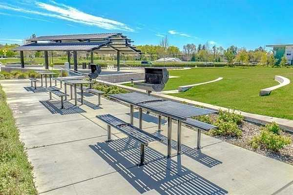 Photo #3 Cannery common amenity park