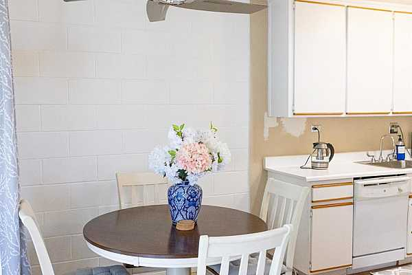 Photo #10 The cozy and convenient dining area is made all the more elegant and practical with the sleek ceiling light and fan!